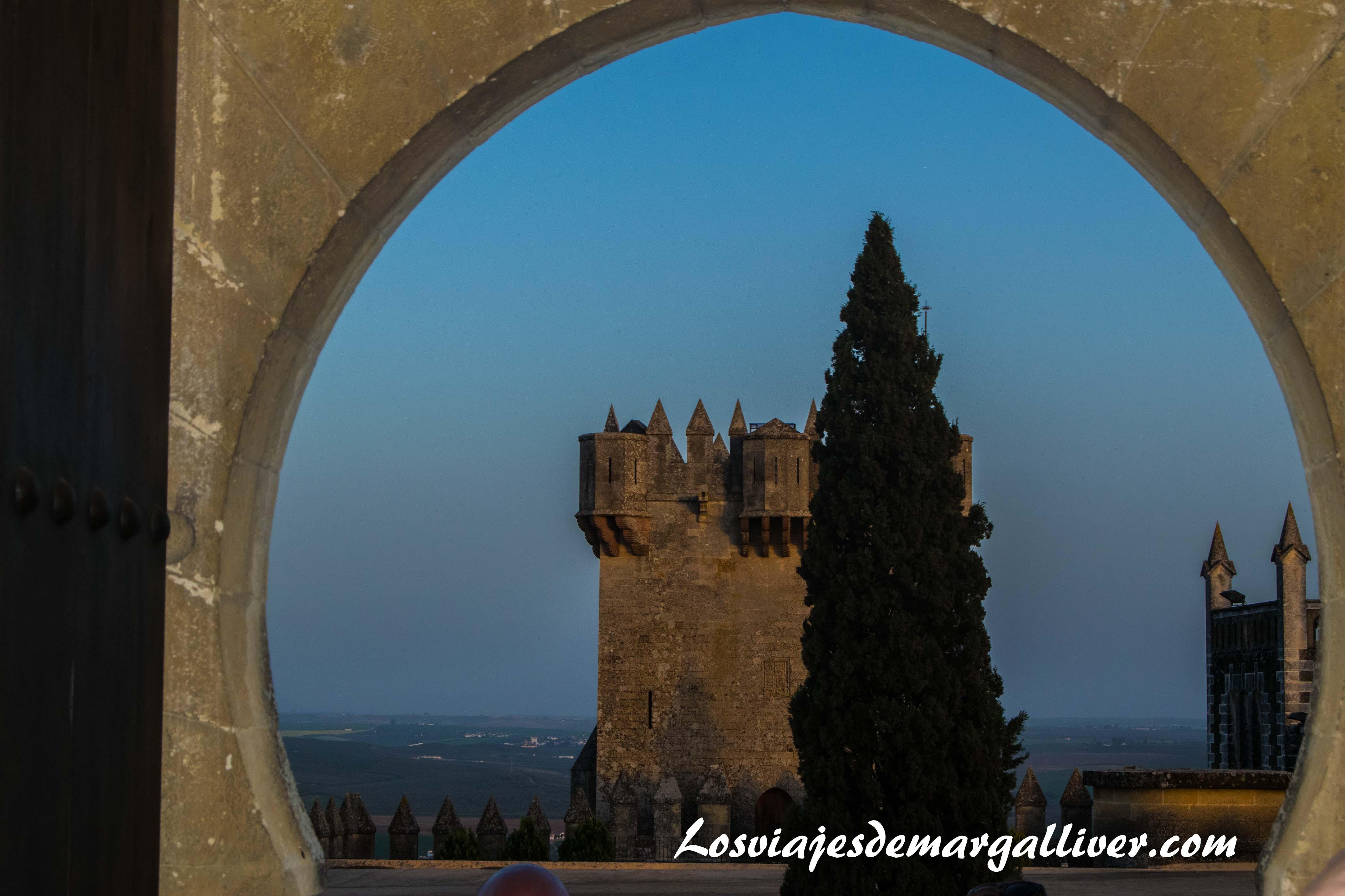 Torre del castillo de almodovar del río en la ruta de Juego de tronos - Los viajes de Margalliver